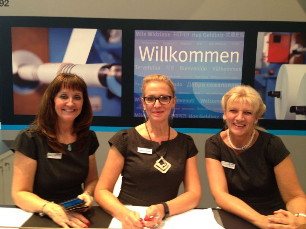 Eight days tirelessly cheerful and helpful - the charming KAMPF colleagues at the info counter